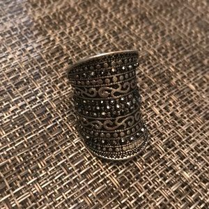 Fashion ring- black and silver
